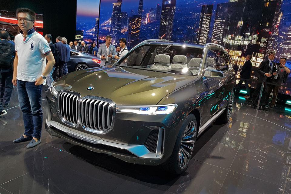 Представлен роскошный кроссовер BMW X7 iPerformance